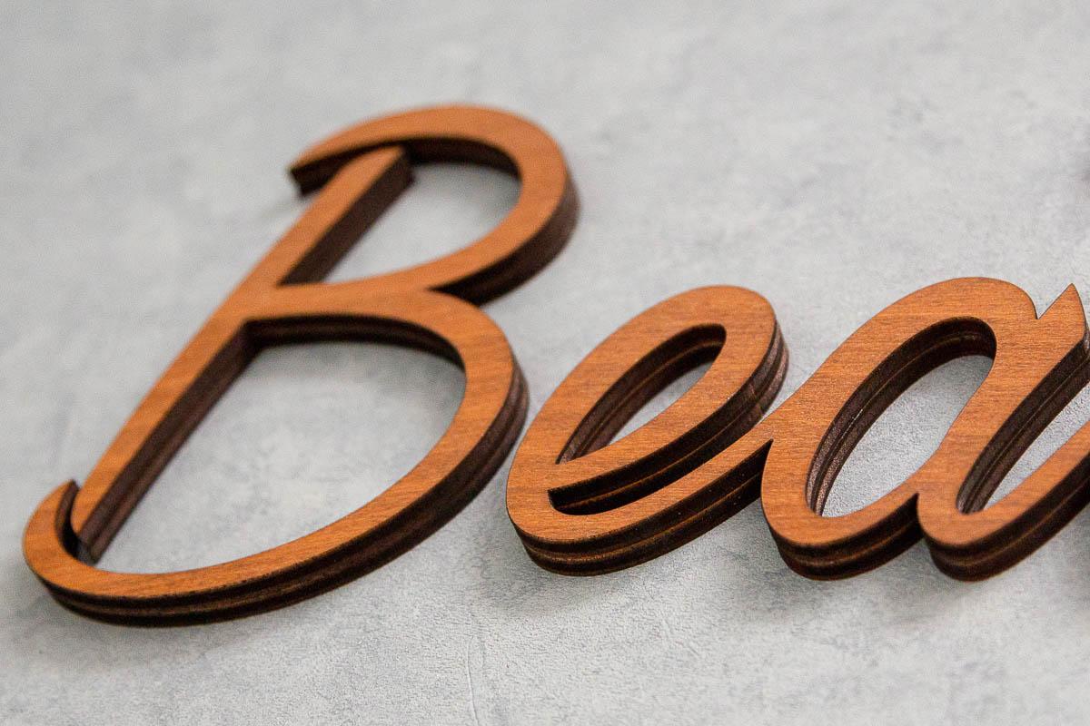 lettre découpée en bois sur mesure, enseigne bois 3d